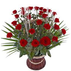 30 róż w koszu